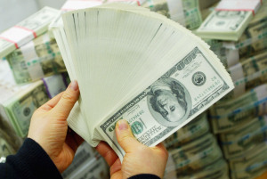 Travelers Find & Turn Over 1000s of Dollars Found at Ben-Gurion Airport