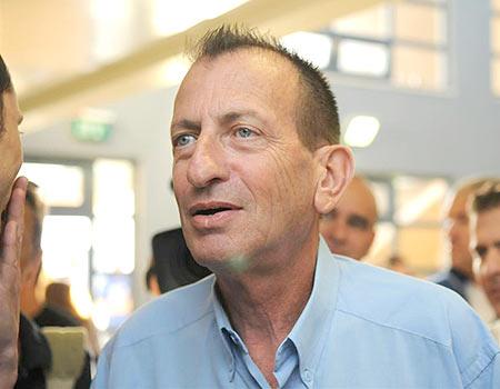 Tel Aviv Mayor Huldai Opposes Opening Stores on Shabbos