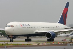 Delta Plane Clips Smaller Jet at Minnesota Airport