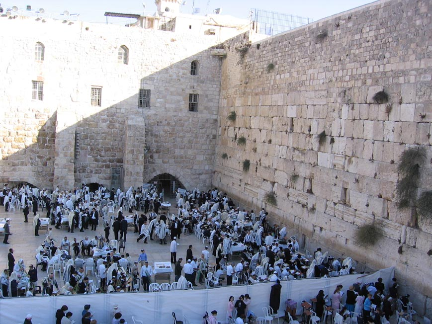 Women of the Wall Wish to Host a National Candle Lighting at the Kosel