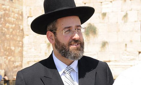 Chief Rabbi Lau Speaks with Nablus Governor Akram Rajoub Over Fatal Arson Attack