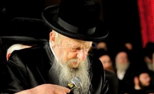 Seretz-Vishnitz Rebbe Shlita Up & About on Shabbos