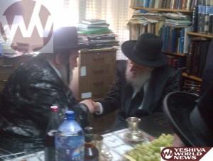 Vishnitzer Rebbe Visits Rav Simcha HaKohen Kook