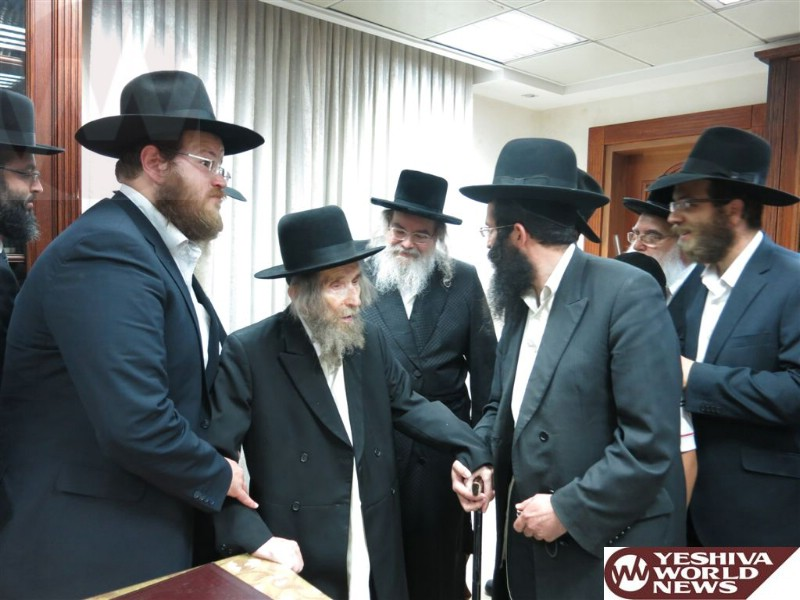 PHOTOS: Maran R' Shteinman Visits The Belzer Rebbe Ahead Of Yomim Norayim