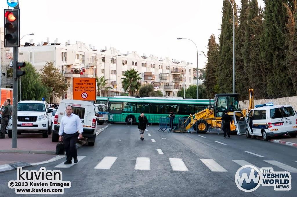 Kuvien_Images_Rav_Ovadia_Yosef_ZTL_Levayah-024
