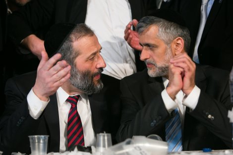 Deri to Yishai: Daven at Maran's Kever for Mechila