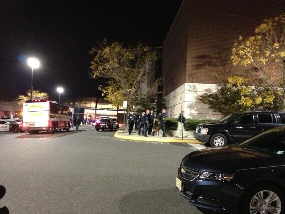 Photos Shooting At Garden State Plaza Mall In Paramas Nj Update 11 30pm Est Yeshiva World News