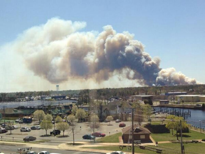 NJ: Very Large Brush Fire Breaks Out In Ocean County; Smoke Seen & Smelled In Lakewood