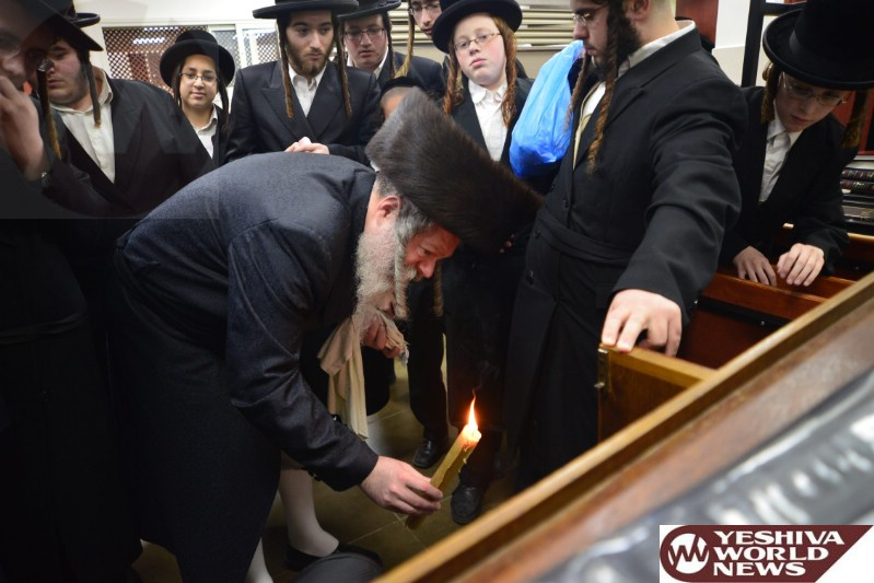 Photo Essay: Admorim & Rabbonim Doing Bedikas Chometz Erev Pesdach 5774 (Photos BY JDN)