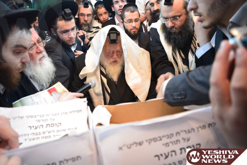 Photo Essay: Maran Hagon Rav Chaim Kanievsky Making His Annual (70th) Siyum HaTorah (Bavli, Yerushalmi, Tanach Etc) & Biur Chometz Erev Pesach 5774 (Photos By JDN)