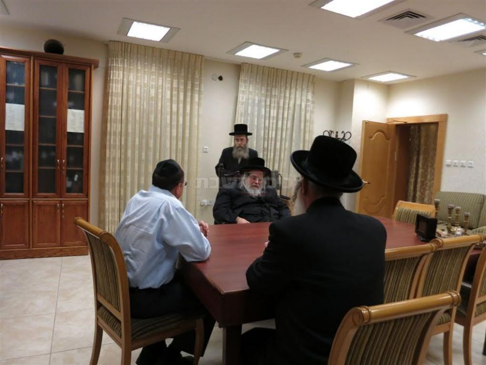 DM Ya'alon Visits the Belzer Rebbe Shlita Over IDF Chareidi Draft