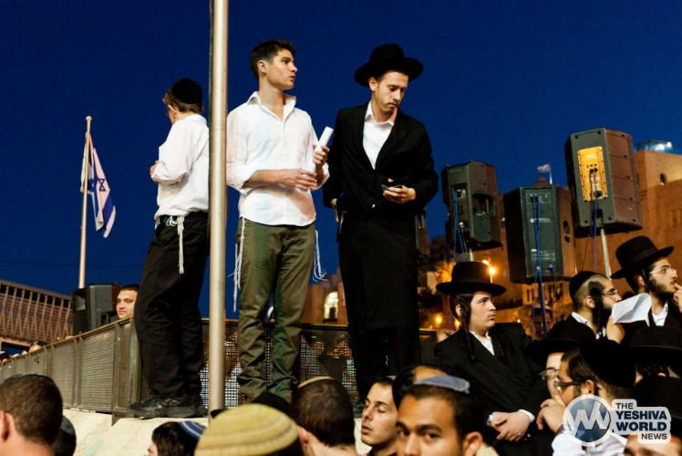 Atzeres at Kotel For Kidnapped Boys - Kuvien Images ---012