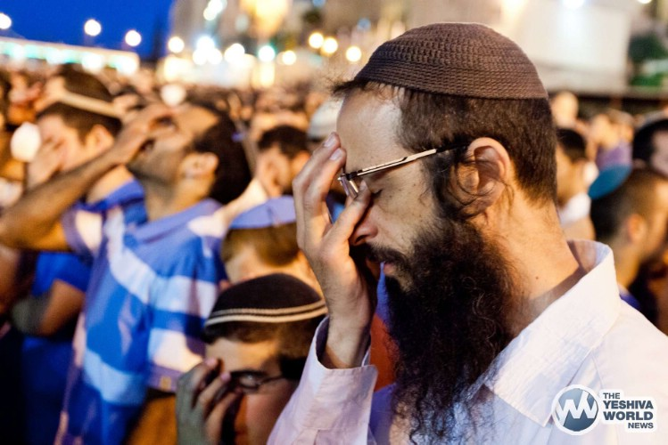 Atzeres at Kotel For Kidnapped Boys - Kuvien Images ---016