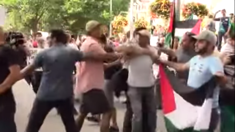 Video: Israel Supporters Attacked by Crowd Shouting 'Kill Jews' in Canada