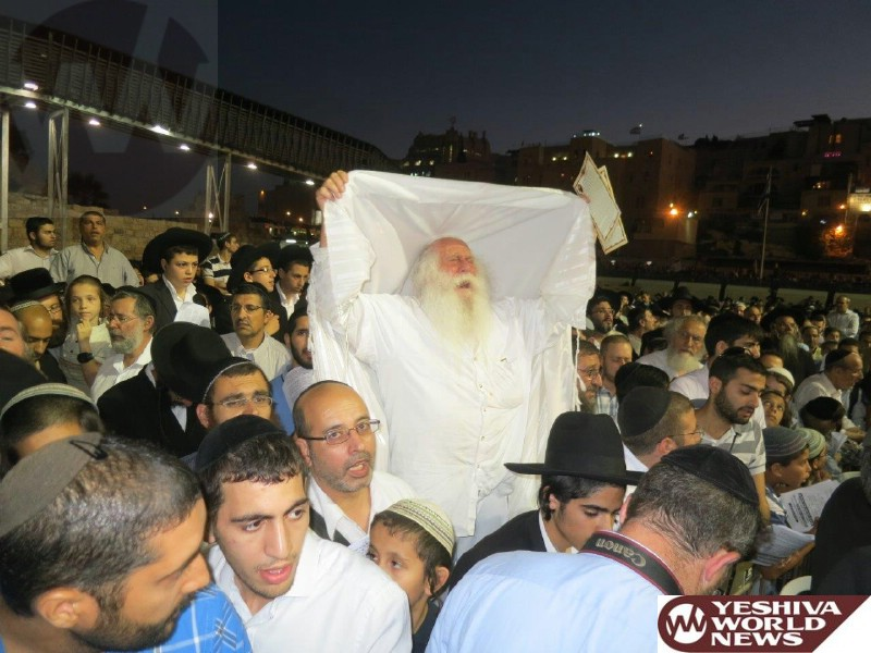 Photo Essay: 1000s Attended the Atzeres Tefilla at the Kosel (Photos By JDN)