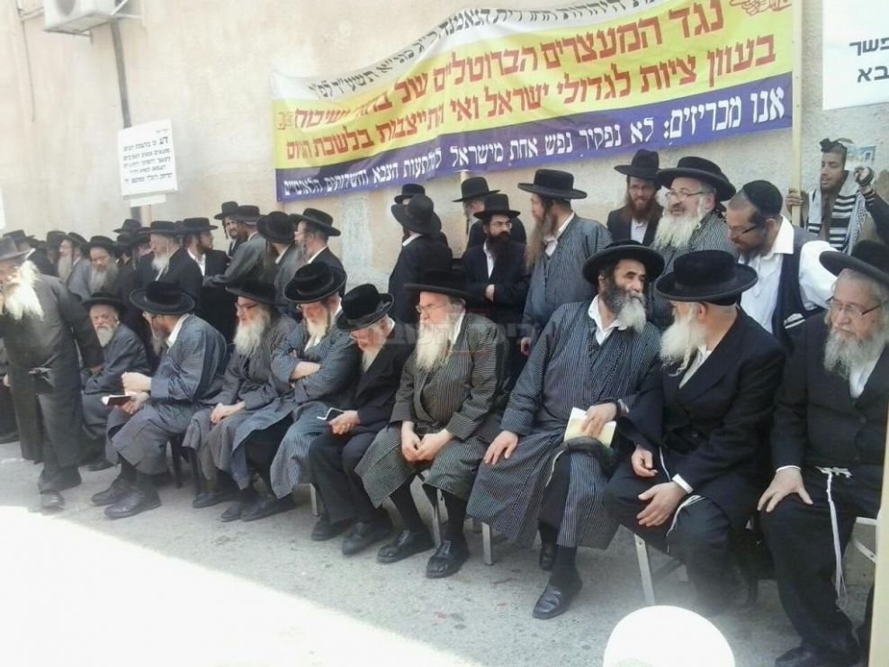 Eida Elders Protest the Draft & Serving in the IDF