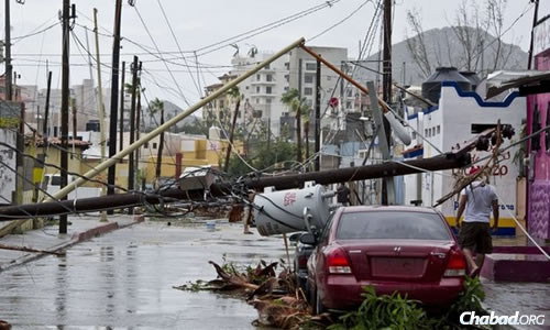 Mexico: Chabad Stays Put Amid Blackouts and Looting in Wake of Hurricane Odile