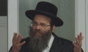 Rav Mendel Fuchs Instructs His Mispallalim to Bring a Cell Phone on Shabbos