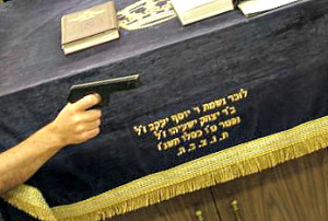 HaRav Dovid Yosef: Mispallalim Must Carry their Weapons on Shabbos