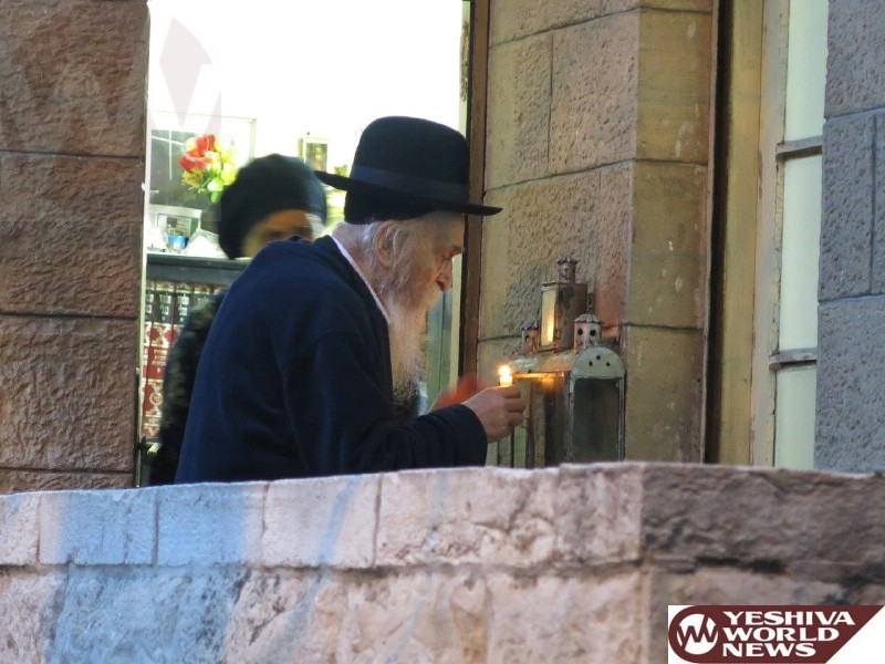 Photo Essay: Hagon HaRav Dovid Soloveitchik Rosh Yeshiva Brisk Lighting Menorah On Chanukah 5775 (Photos By JDN)