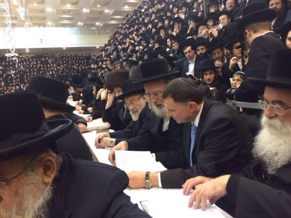 Knesset Speaker Joins the Belz Kehilla for Candle Lighting