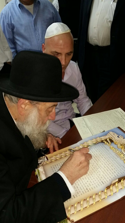 Surprise, Jerusalem's Chief Rabbi Will Perform the Chasenah