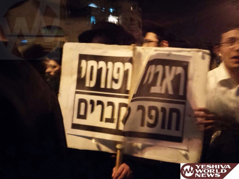 PHOTOS: Sikrikim Protest Outside Home of Rav Sternbuch, Who they Label 'Reform Rabbi'
