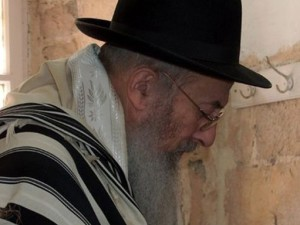 Chabad Rabbonim Pressuring Yishai to Bring Rav Tau Back