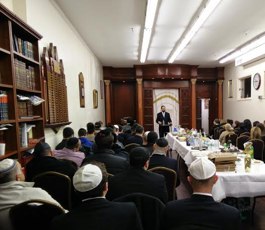 Rav giving lecture