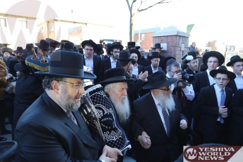Photoi Essay: Hachnosas Sefer Torah To The Noveminsk Yeshiva in Boro Park (Photos By JDN)