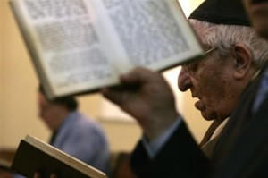 Halachic Analysis: Reciting Halalel In SHul On Pesach Night