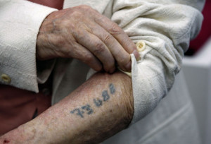 Thousands of Holocaust Survivors Observe Yom HaShoah at Jewish Agency Sheltered Housing Facilities