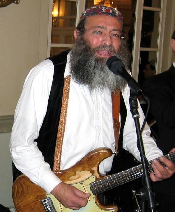 TEHILLIM - Famed Guitarist Yossi Piamenta In Critical Condition