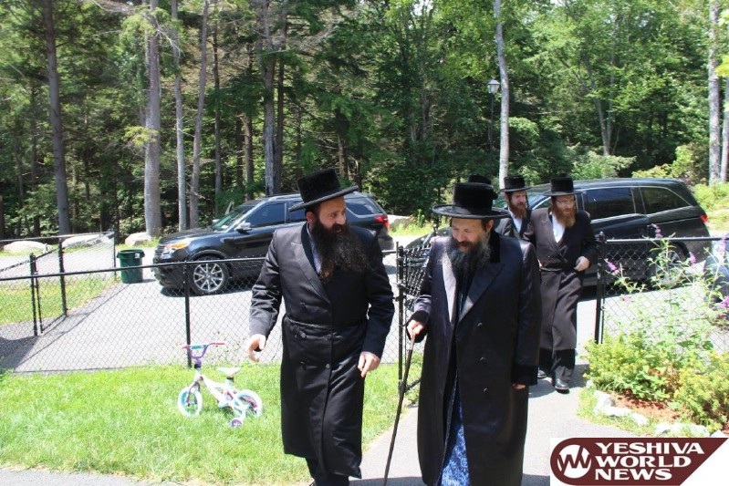Photo Essay: Bobov-45 Rebbe Visiting The Home of Reb Shia Chaim Grussgott at Garden Terrace in South Fallsburg (Photos By JDN)