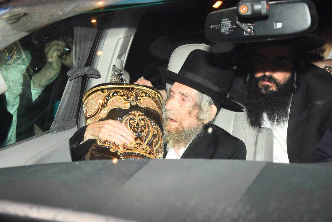Photo Essay: Hachnosos Sefer Torah and Chanukas Habayis of Ateres Shlomo - Photos by Suki Lerr