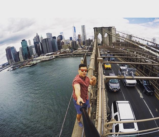 AGAIN - THE FOURTH TIME IN A YEAR: Tourist Climbs Brooklyn Bridge Undetected, Takes Selfie
