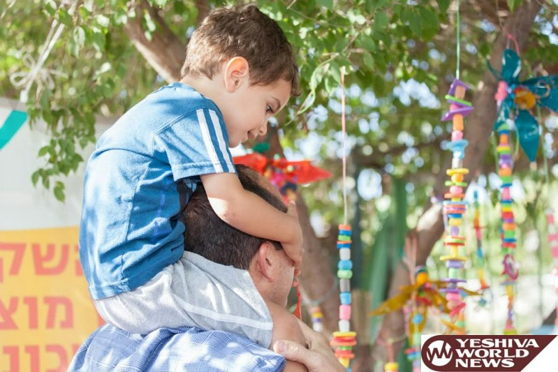 Jerusalem Inaugurates its First 'Pacifier Tree'