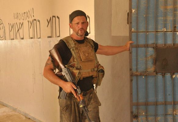 British Soldier of Jewish Descent Graffitis 'Na Nach Nachman M'Uman' on Former ISIS Prison