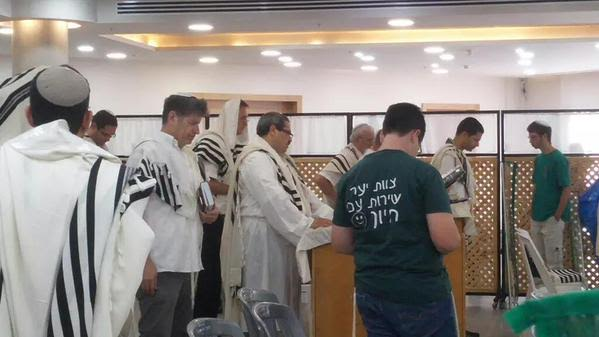 PHOTO: Incoming Israel Police Commissioner Roni Alshich Is Shaliach Tzibur For Shacharis On Hoshana Raba