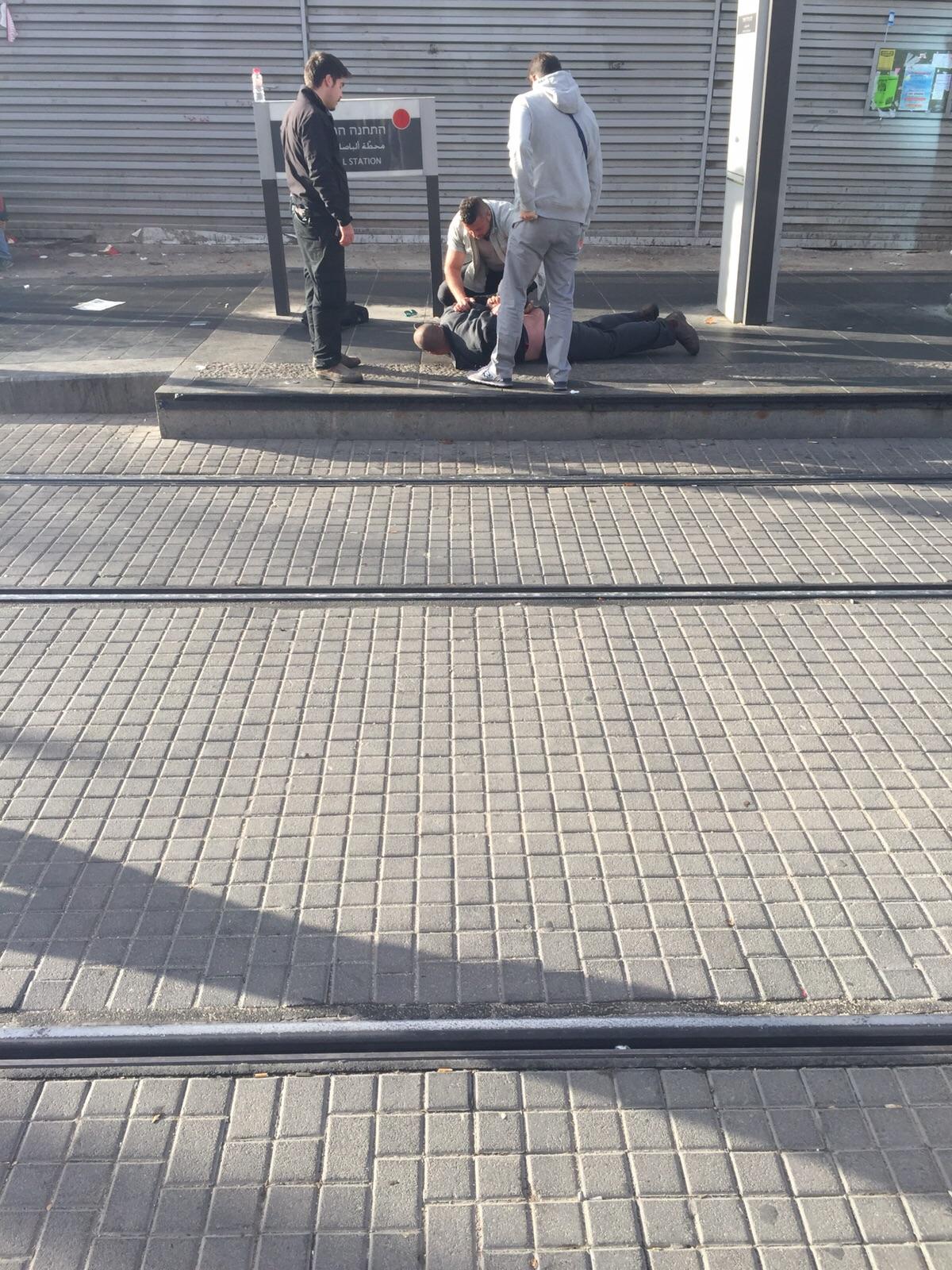 Arab Man with a Knife Apprehended at a Jerusalem Light Rail Station
