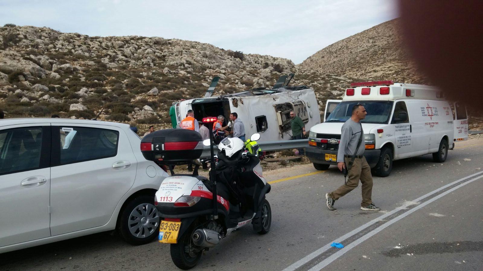 MCI Response: Bus Flipped between Rimonim & Kochav HaShachar in Shomron [12:57PM IL]