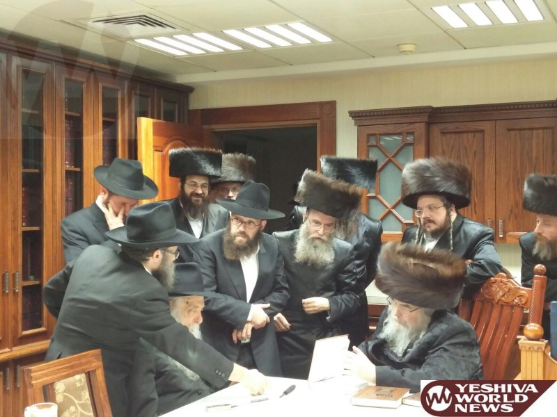 PHOTOS: HaRav Yoel Kahn Of Chabad Visits the Belzer Rebbe