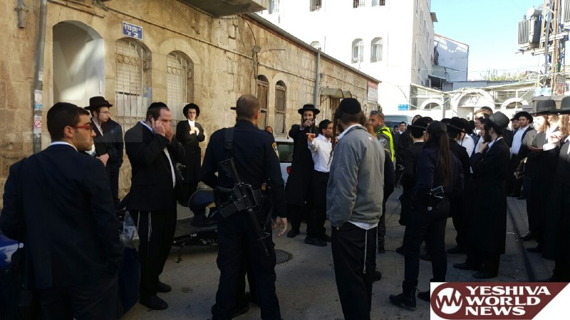 IDF Soldier Attacked at the Beis Yisrael Shteiblach - Bochirm From Mir Yerushalayim Protect Him