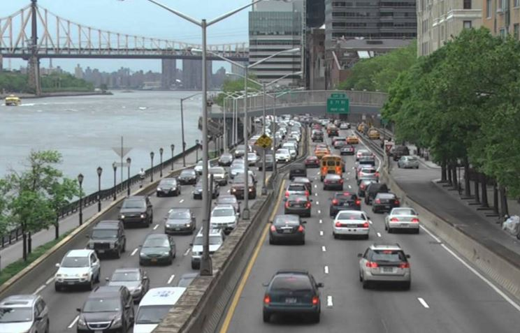 NYC Mayor de Blasio Announces Completion of FDR Drive Resurfacing, Urges Drivers To Slow Down In Work Zones