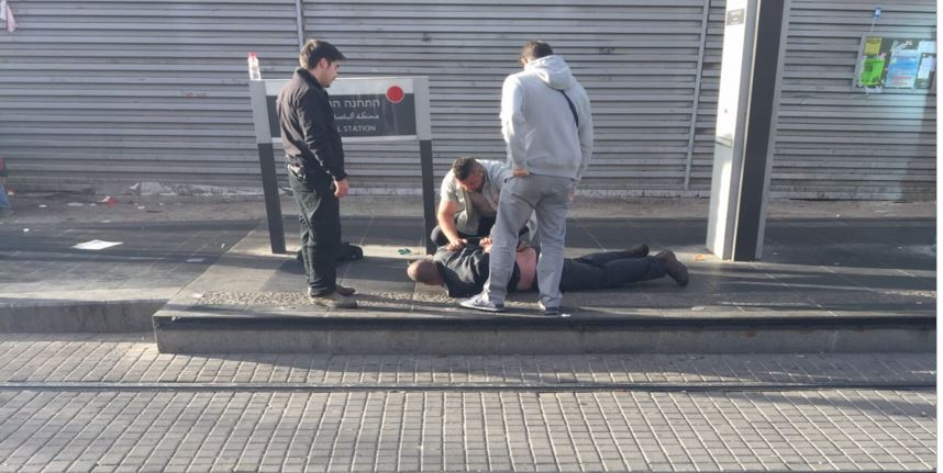 Arab Man with a Knife Apprehended at a Jerusalem Light Rail Station