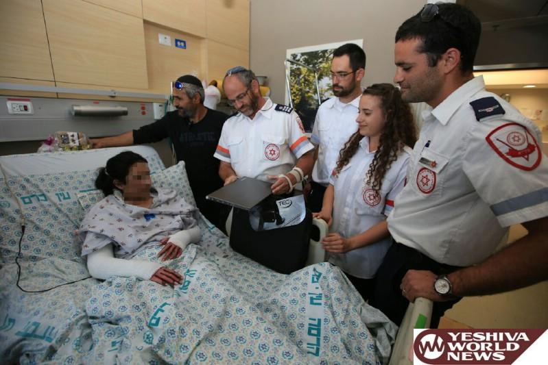 צוות מדא שטיפל ופינה את עדן מהפיגוע בירושלים לבית חולים מעניק לה מחשב - צילום דוברות מדא 25.5.16 (1)