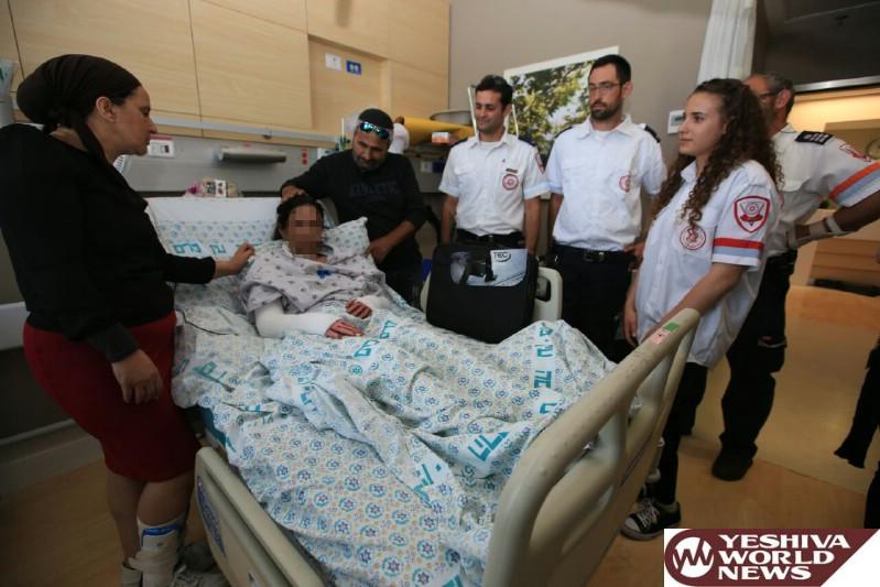 צוות מדא שטיפל ופינה את עדן מהפיגוע בירושלים לבית חולים מעניק לה מחשב - צילום דוברות מדא 25.5.16 (3)