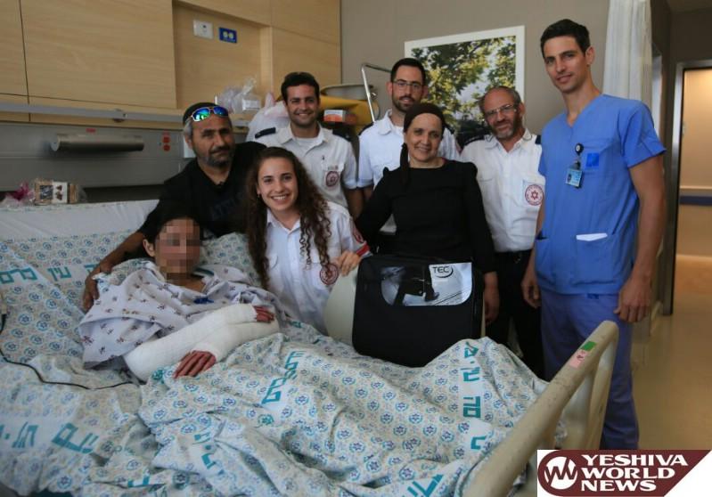 צוות מדא שטיפל ופינה את עדן מהפיגוע בירושלים לבית חולים מעניק לה מחשב - צילום דוברות מדא 25.5.16 (5)