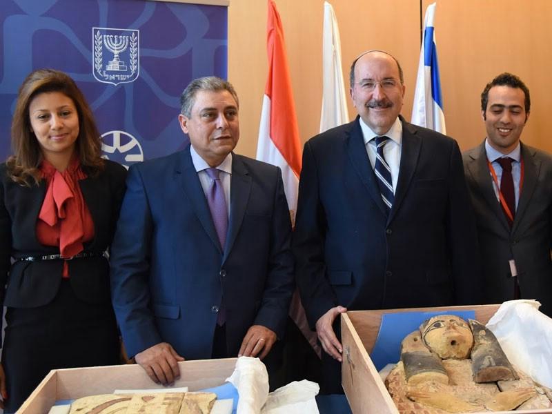 MFA Transfers Ancient Sarcophagi Covers To Ambassador of Egypt