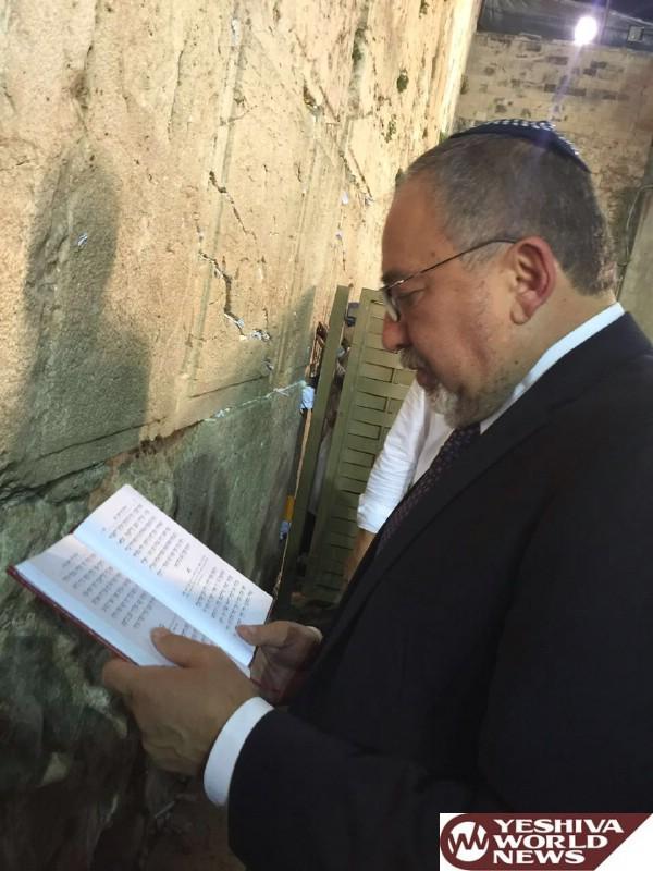 VIDEO: Avigdor Lieberman Is Sworn In As Minister Of Defense